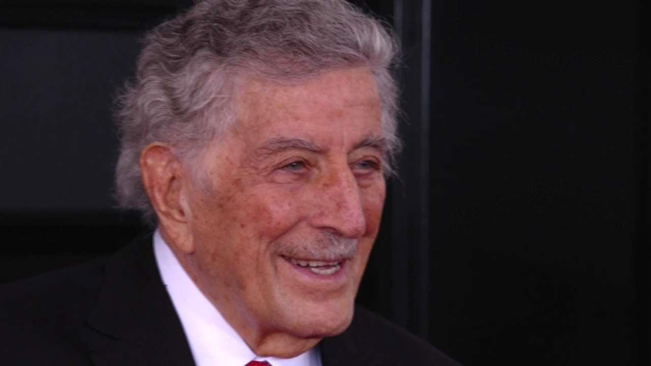 Tony Bennet red carpet